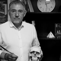 Ricardo Magaz: «El 'plata o plomo' es muy literario, pero resulta tremendo que los chicos compren camisetas y lleven en su pecho a Pablo Escobar»