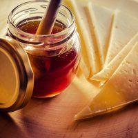 Cuentos gastronómicos para un año capital: el queso y la miel