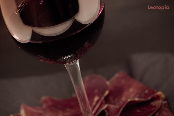 Cuentos gastronómicos para un año capital: vino de León y cecina de chivo